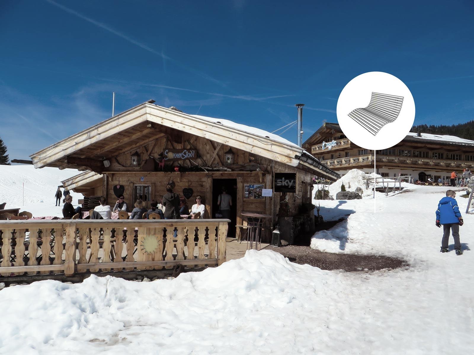 skihuette-liege-schneeliege-hangsofa