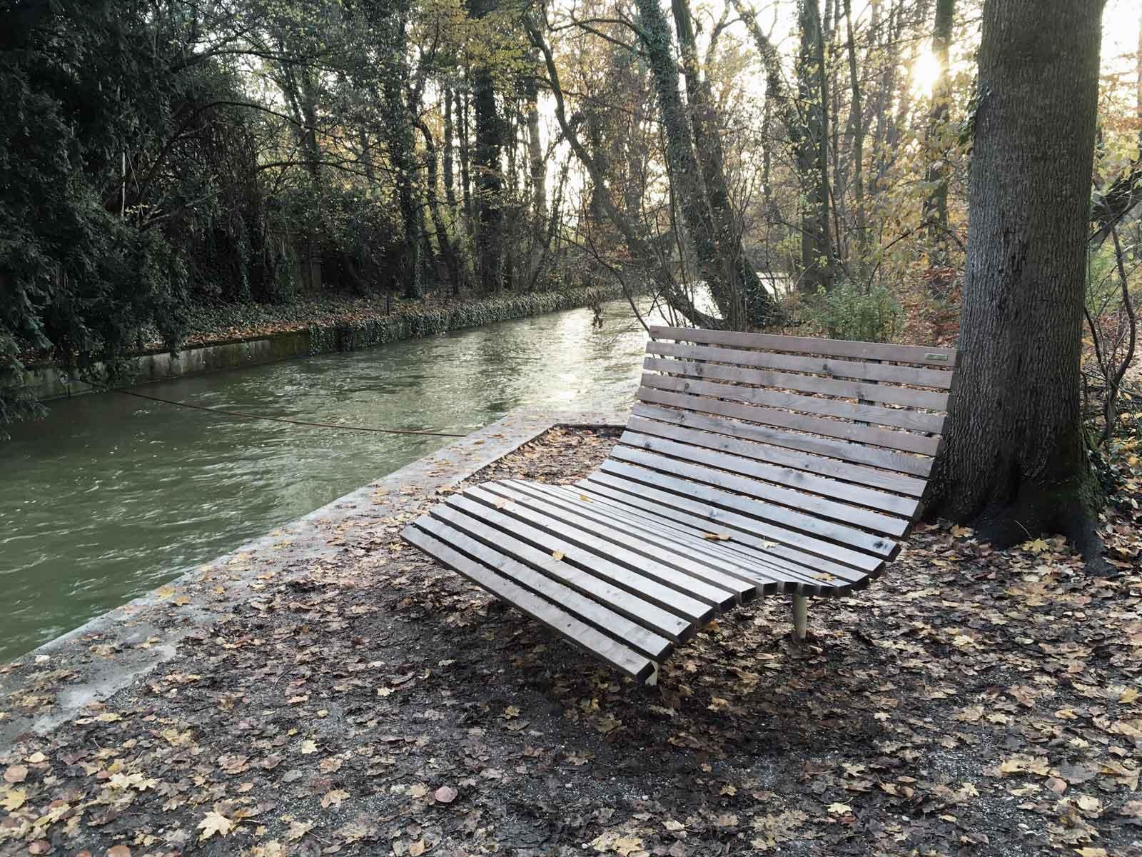 Wellenförmige-Liege-Holz