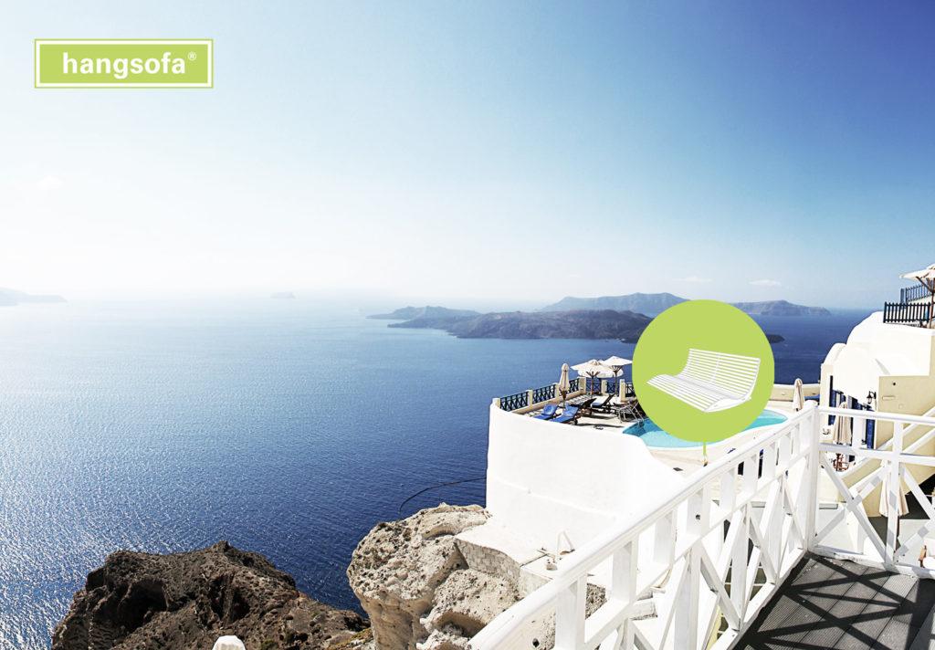 Große Hotelliege auf einer Terrasse in Griechenland