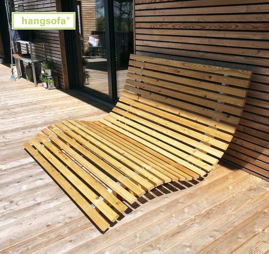 Geschwungene Holzliege von hangsofa